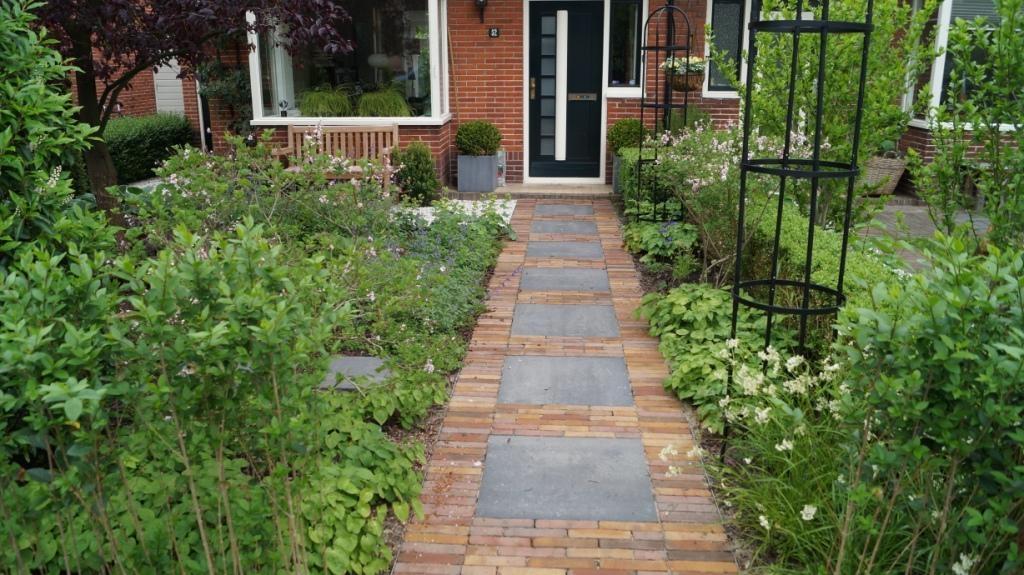 Groene voortuin tuinontwerp woerden vicas tuinontwerpen for Opleiding tuin