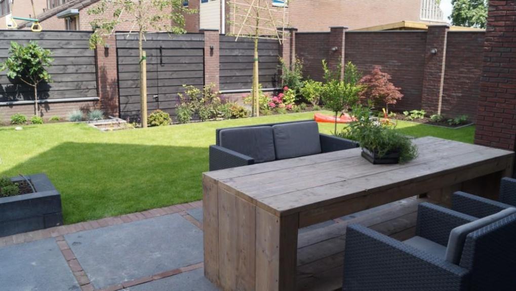 Tuinontwerp kindvriendelijke tuin onderhoudsarme tuin for Ontwerp voortuin met parkeerplaats