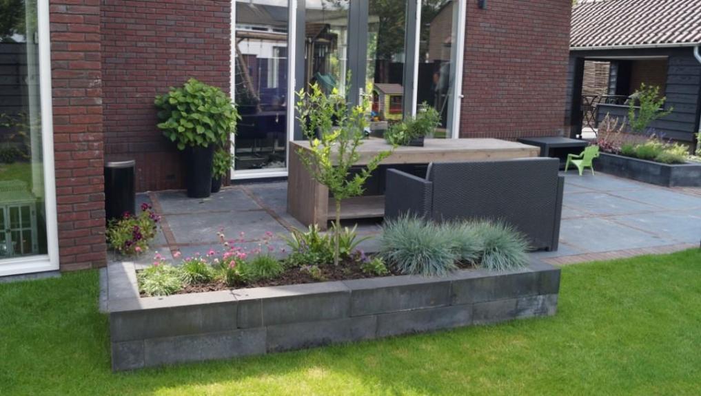 Kindvriendelijk tuinontwerp met eenvoudig onderhoud for Ontwerp voortuin met parkeerplaats