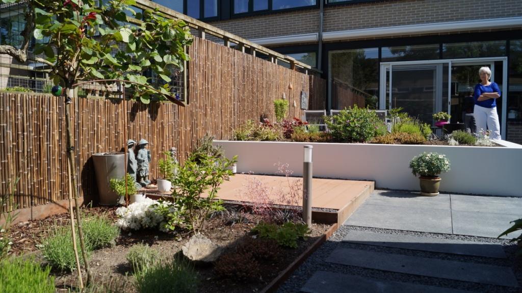 Strakke moderne tuin montfoort utrecht vicas tuinontwerpen for Tuinontwerp zelf