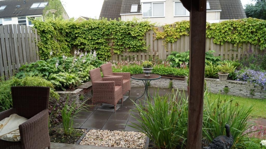 Kleine romantische tuin for Tuinarchitect kleine tuin