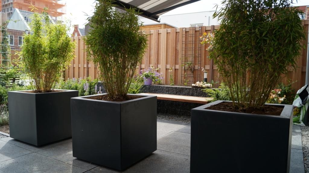 Kleine tuin terras intieme tuin knusse tuinontwerp on tuin garden design and modern gardens - Bamboe in bakken terras ...
