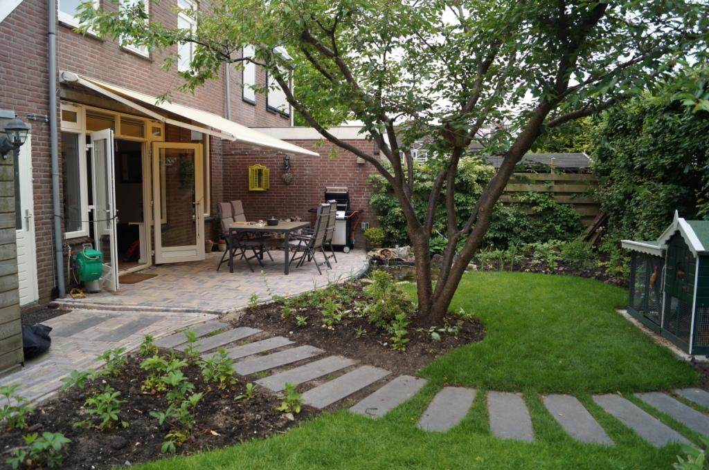Romantische tuin vicas tuinontwerpen for Opleiding tuin