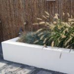 Verhoogde border in onderhoudsarme tuin